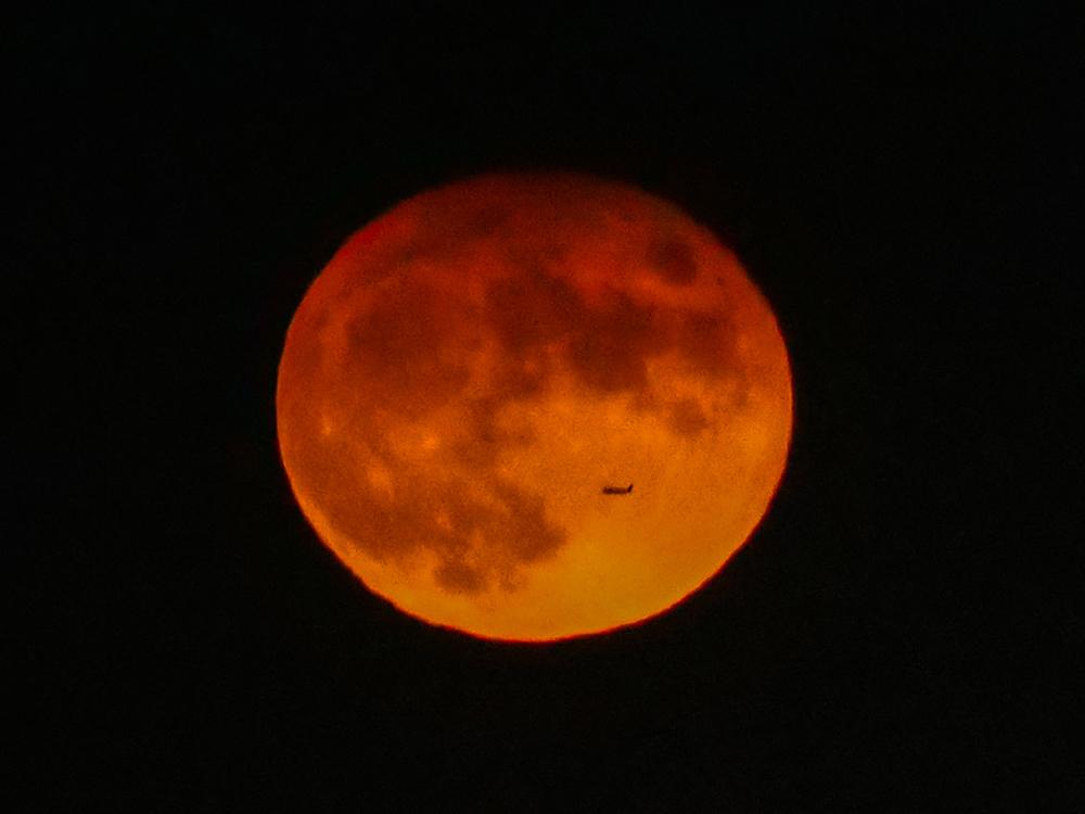 中秋の名月 8年ぶりの満月_f0199866_22345147.jpg