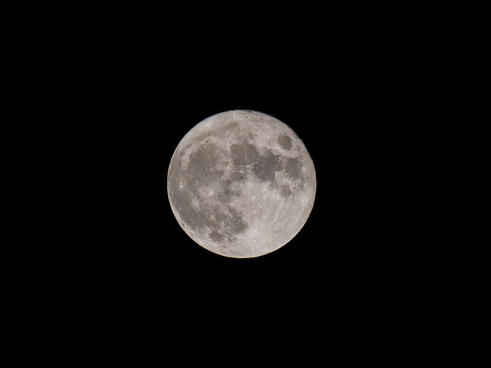 中秋の名月 8年ぶりの満月_f0199866_22402989.jpg