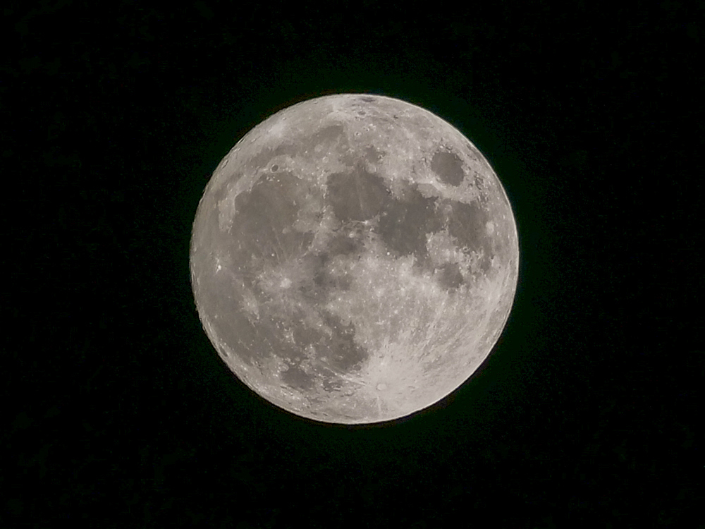 中秋の名月 8年ぶりの満月_f0199866_22455381.jpg