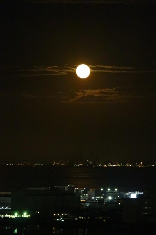 東京湾に上る中秋の名月_b0362782_19040950.jpg
