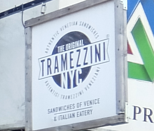 NY屈指の美味しいサンドイッチ屋(ベネチア式)、『トラメッツィーニ』(Tramezzini)_b0007805_02470466.jpg