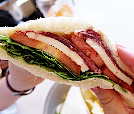 NY屈指の美味しいサンドイッチ屋(ベネチア式)、『トラメッツィーニ』(Tramezzini)_b0007805_02532175.jpg