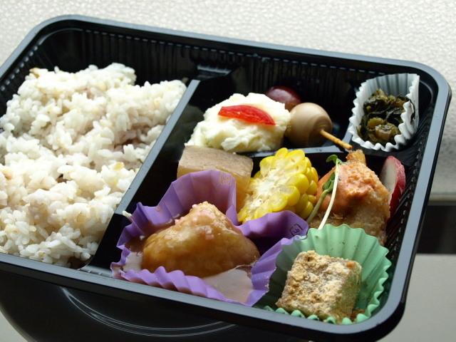 お惣菜亭 和味(和味特製 日替わり弁当 他)_d0153062_20140940.jpg