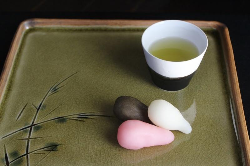 お茶の時間「煎茶と月見団子」_b0220318_10544812.jpg