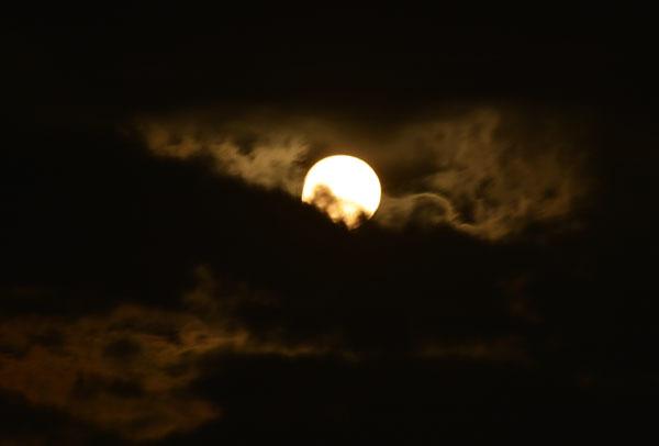 月は雲間に_a0380666_10392539.jpg