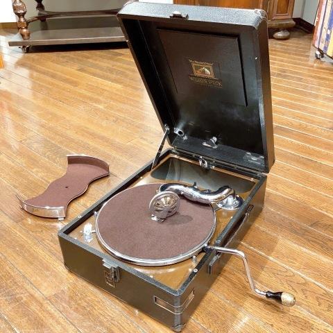 ポータブル蓄音機 HMV102 初期型(黒色)が入荷_a0047010_16341954.jpg