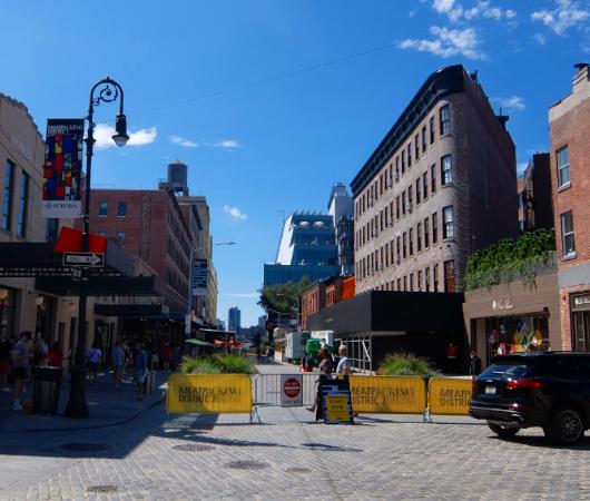 NYのミートパッキング地区に常設「オープン・ストリート」_b0007805_02532348.jpg
