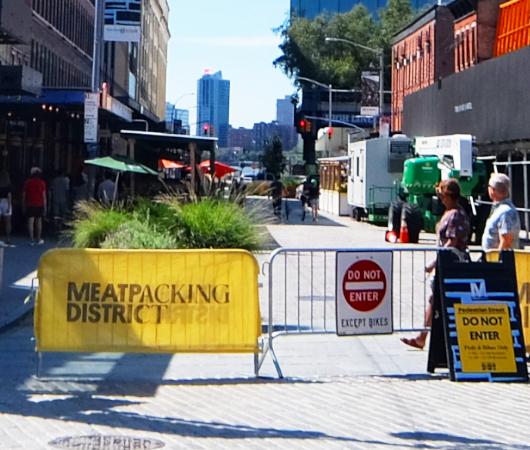 NYのミートパッキング地区に常設「オープン・ストリート」_b0007805_02533892.jpg