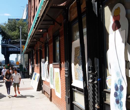 NYのミートパッキング地区に常設「オープン・ストリート」_b0007805_02541146.jpg