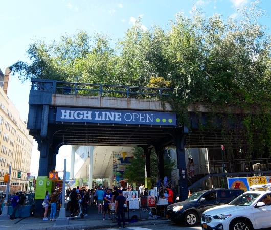 NYのミートパッキング地区に常設「オープン・ストリート」_b0007805_02542125.jpg