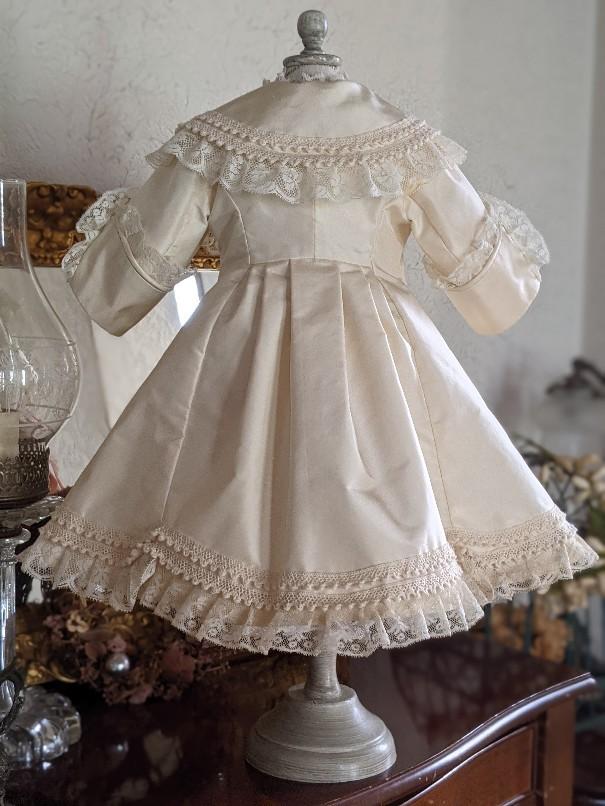 大きなジュモー嬢の下着とドレス_b0289206_20042820.jpg