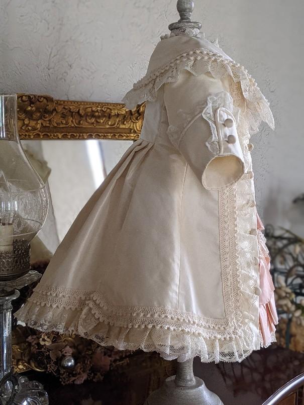 大きなジュモー嬢の下着とドレス_b0289206_20042841.jpg