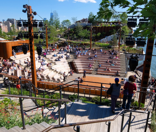 リトル・アイランドの815名収容、劇場みたいな屋外大ステージ「アンフ」(The Amph)_b0007805_06070688.jpg