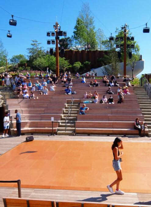 リトル・アイランドの815名収容、劇場みたいな屋外大ステージ「アンフ」(The Amph)_b0007805_06110053.jpg