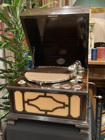 米チニーの卓上型蓄音機が入荷しました_a0047010_10484214.jpg