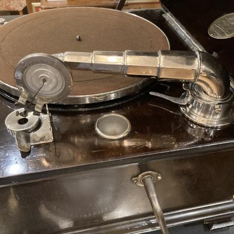 米チニーの卓上型蓄音機が入荷しました_a0047010_10485512.jpg