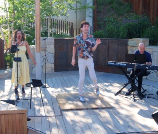 ボサノバの名曲の生歌にあわせたタップダンスのショー、Bossa Tap Trio_b0007805_01112990.jpg