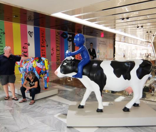 アメリカならではの「牛のアートで寄付集め」、Cow Parade 2021_b0007805_01544072.jpg