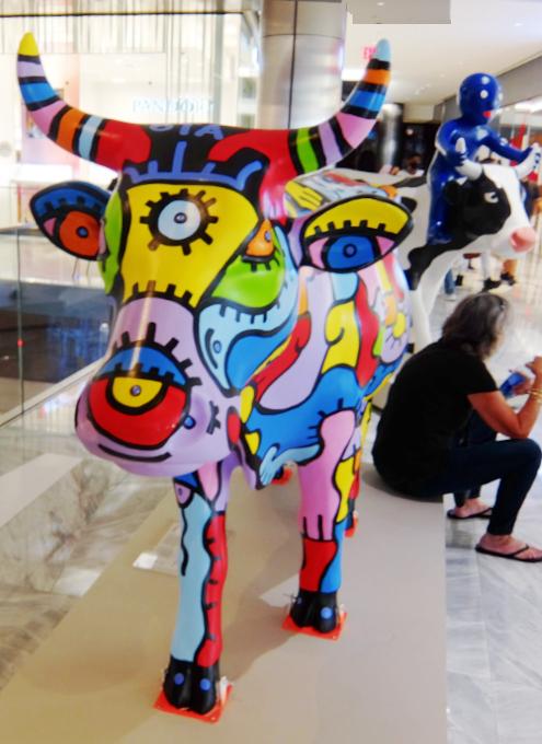 アメリカならではの「牛のアートで寄付集め」、Cow Parade 2021_b0007805_01552892.jpg