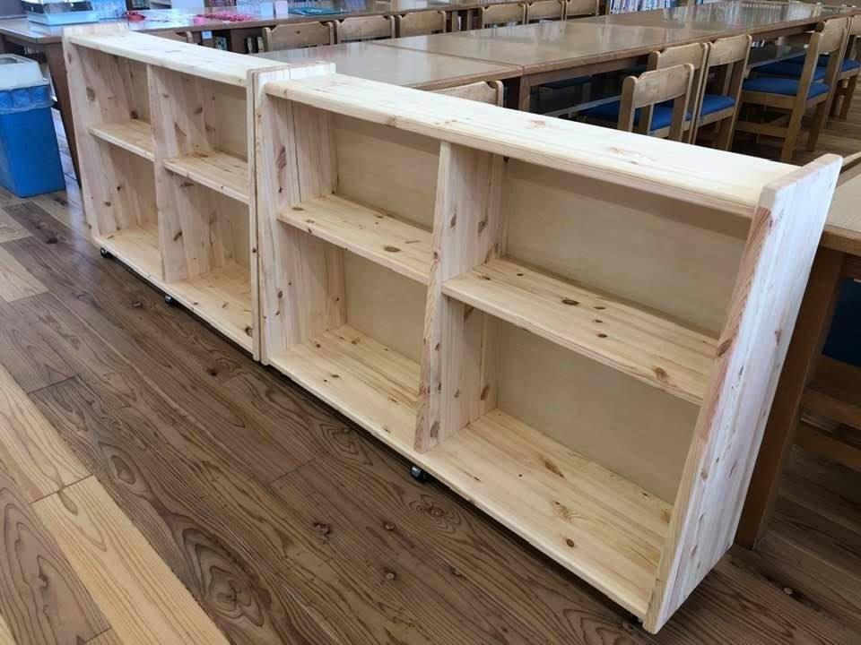地元の小学校に書棚を納品しました。_e0036108_12464720.jpeg