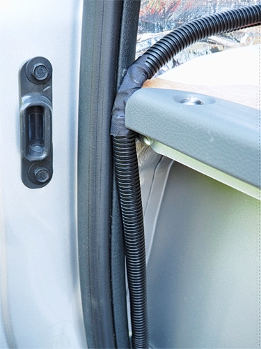 【NV350キャラバン】 キャンピングカーへの道[5] 電装品の配線関係_a0282620_21535811.jpg