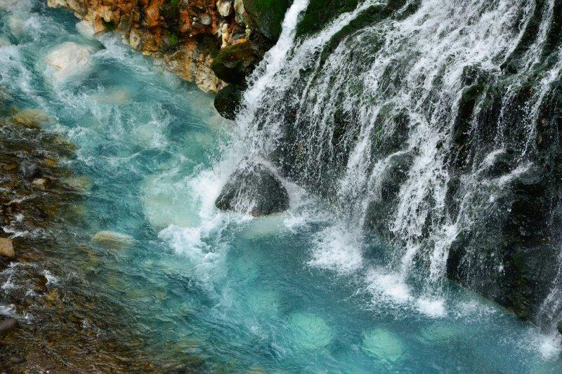 地層から滲みだす滝_c0067690_14295862.jpg