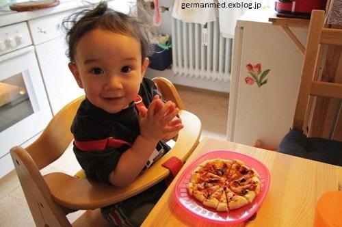 1歳5か月のピザ作り_d0144726_23444201.jpg