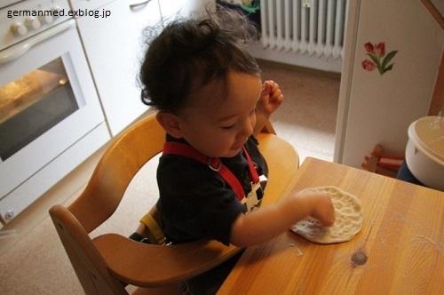 1歳5か月のピザ作り_d0144726_23444230.jpg