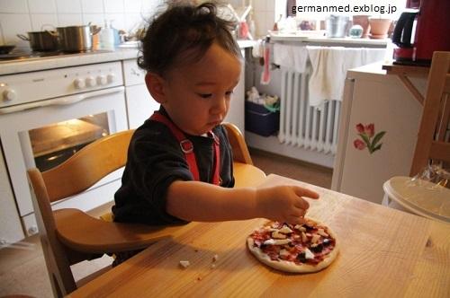 1歳5か月のピザ作り_d0144726_23444266.jpg
