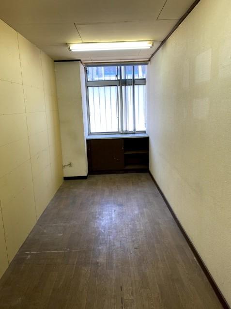 102A号室、リノベーションが始まりました!_a0128029_17212299.jpg
