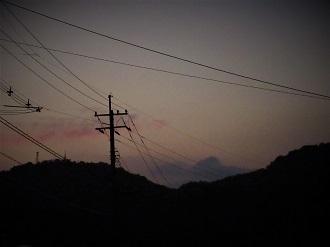 朝焼けに出現した幻の山_e0175370_07393732.jpg