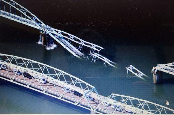水管橋が崩落_f0081443_23083942.jpg