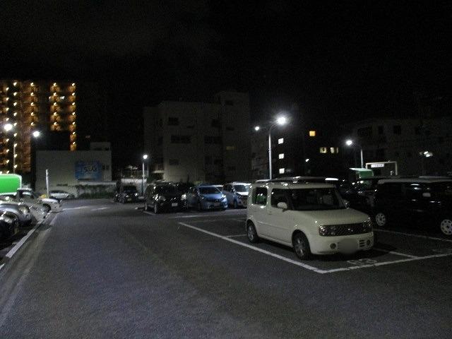 緊急事態宣言は解除されたが、平日の晩は1割程度の車しか入っていない吉原本町市営駐車場_f0141310_08271289.jpg
