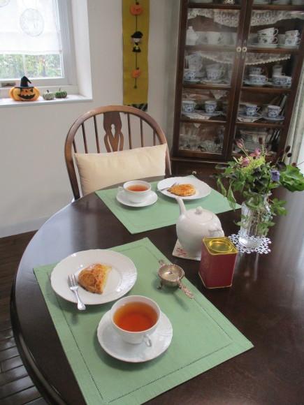 飾ったお花と煮て置いたお林檎で作ったアップルパイ_a0279743_19393493.jpg