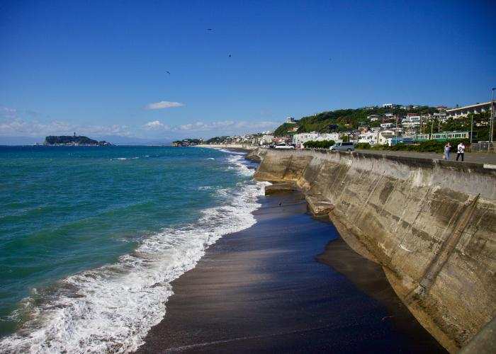 江の電と江の島の見える七里ヶ浜。_b0022268_18120410.jpg
