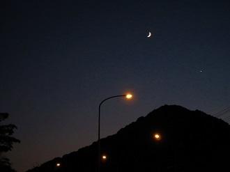 細い月と金星_e0175370_10362078.jpg