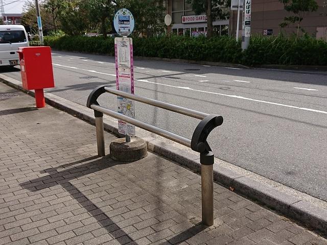 高齢者のためにバス停留所にベンチの設置を・・・津田沼地域にて_c0236527_03500347.jpg