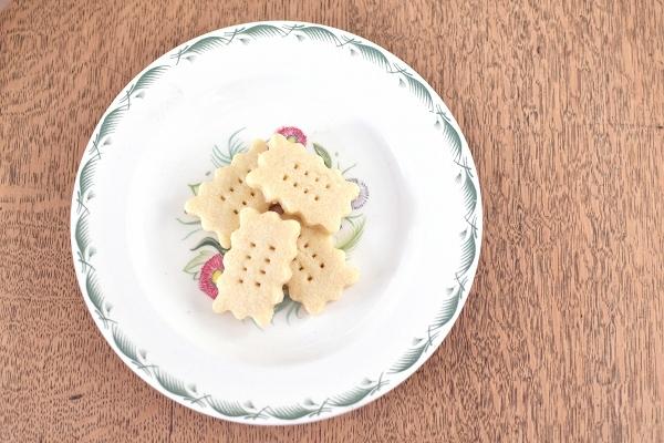 あれこれアレルギーのキャロでも食べられるLauraのお菓子_d0025294_19394000.jpg
