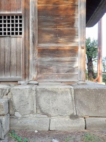 会津で蒲生秀行廟をみつけました。_c0195909_12222398.jpg