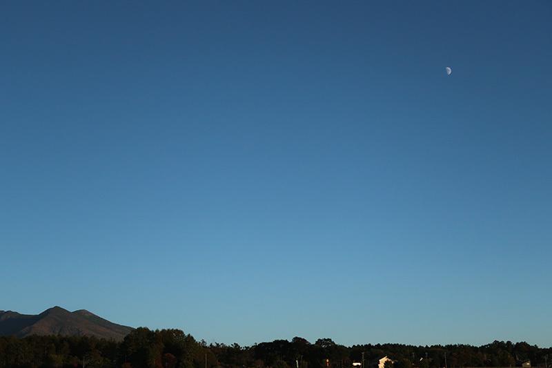 10/14 秋の空とお月様_a0314113_17102235.jpg