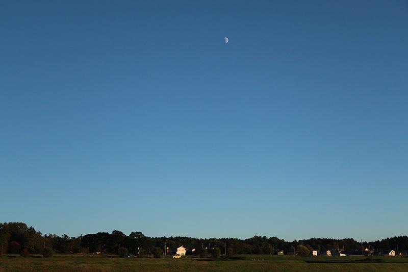10/14 秋の空とお月様_a0314113_17114568.jpg