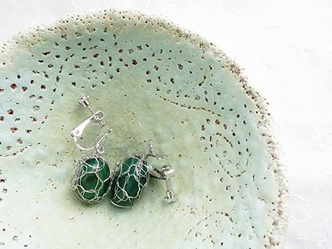 緑の石で★編み編みイヤリング_a0383340_00134583.jpg