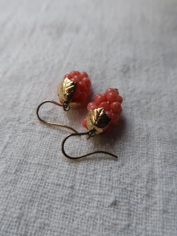 珊瑚の葡萄のピアス_b0113868_23590365.jpg