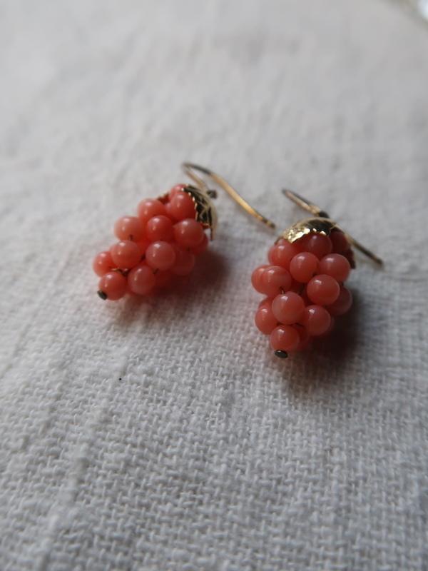 珊瑚の葡萄のピアス_b0113868_23591636.jpg