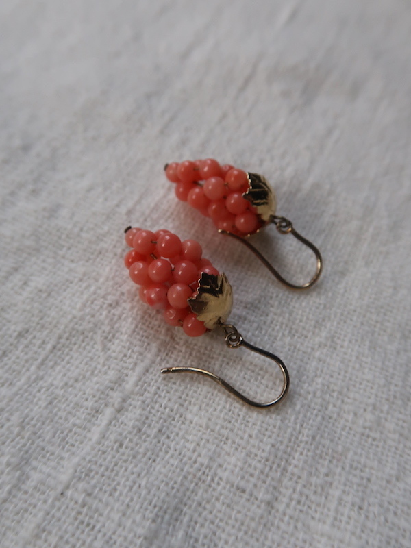 珊瑚の葡萄のピアス_b0113868_23592028.jpg