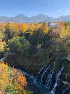 紅葉の白ひげの滝~10月の美瑛_d0340565_19354845.jpg
