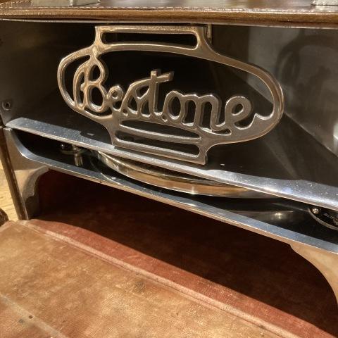 ポータブル蓄音機 The Bes-Tone をアップしました_a0047010_18432995.jpg