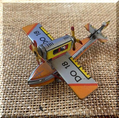 ブリキの飛行機_e0054438_16140634.jpg