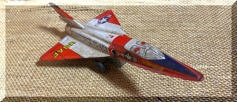 ブリキの戦闘機。_e0054438_16201929.jpg
