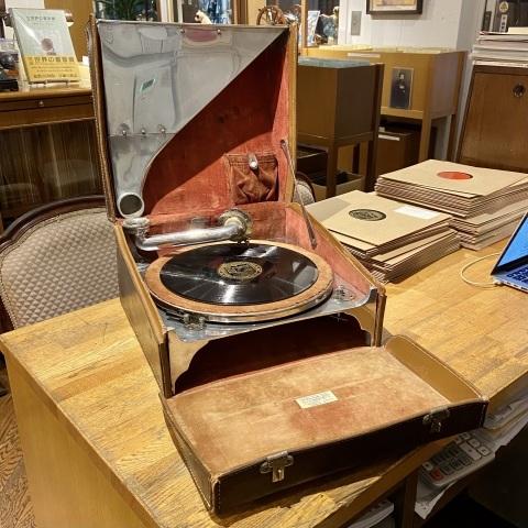 ポータブル蓄音機 The Bes-Tone をアップしました_a0047010_17345064.jpg